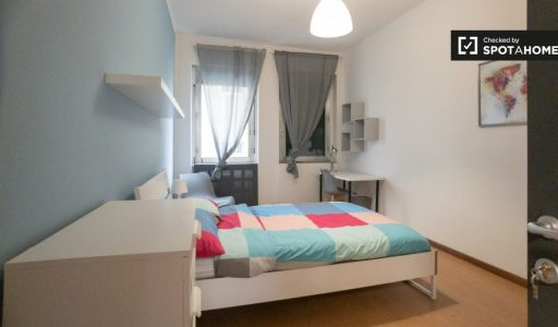Bright room for rent in 12-bedroom apartment in Bicocca picture